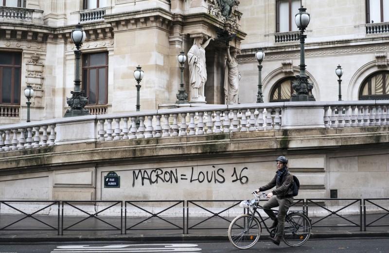 Говорит Париж: граффити и лозунги