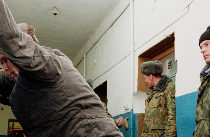 Закрытые окна, заколоченные двери. Как общество может остановить пытки в колониях