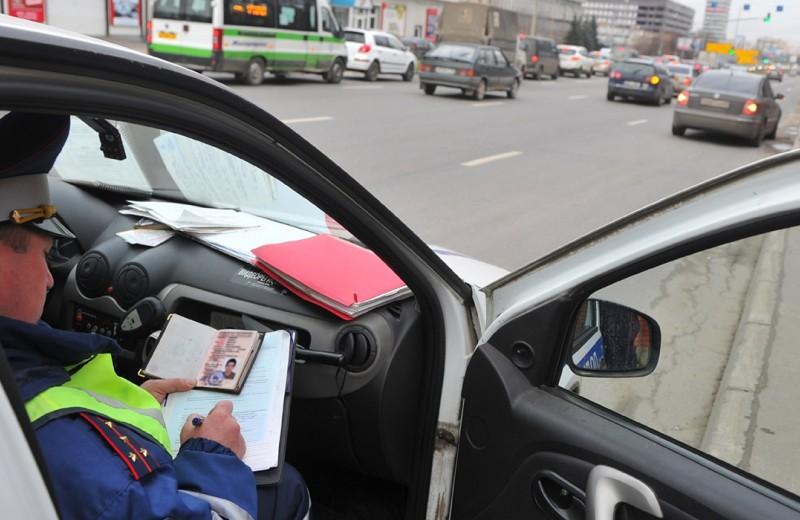 Чужие документы: что делать, если инспектор перепутал права водителей