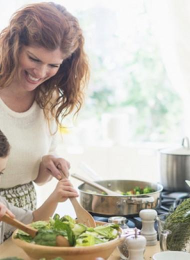 «Он еще слишком мал»: в каком возрасте стоит приучать детей к работе по дому