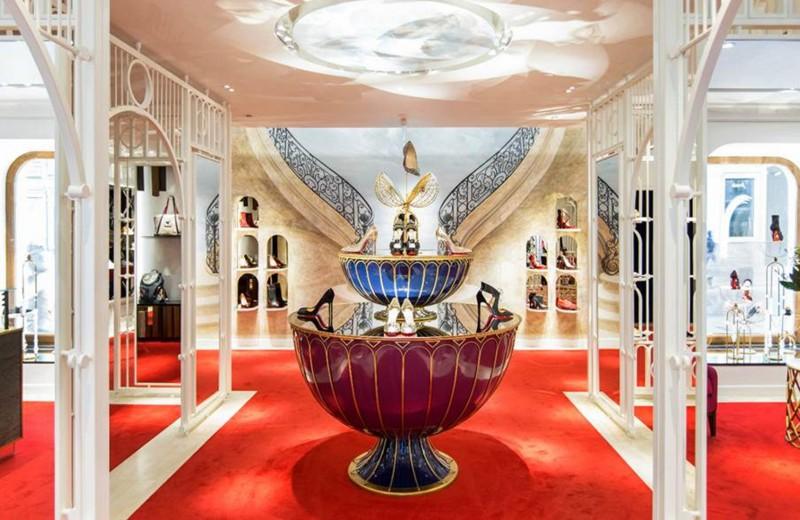 Подарок для Путина: зачем владелица бутика Christian Louboutin открывает магазин под брендом Team Putin