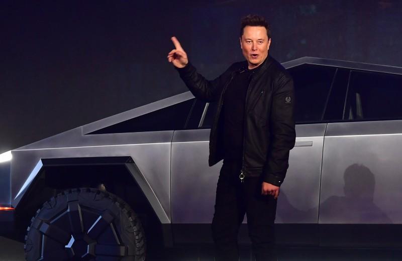 Коллекция автомобилей Илона Маска