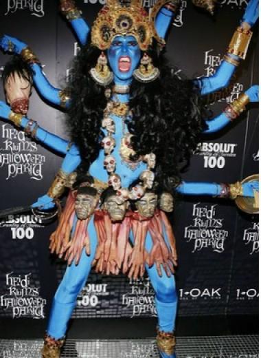 5 костюмов знаменитостей на Хеллоуин, которые оскорбили чувства всех