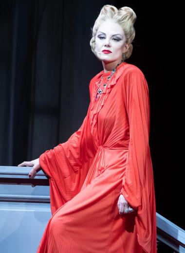Рената Литвинова опять поставила спектакль, где почти все сделала сама