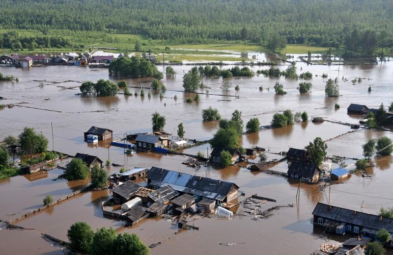 «Плывем по улице Ленина»: что жители Иркутской области рассказывают о наводнении