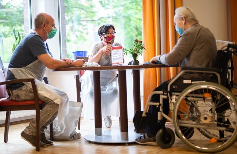 Дом престарелых как бизнес-проект: как заработать на уходе за пожилыми с помощью государства