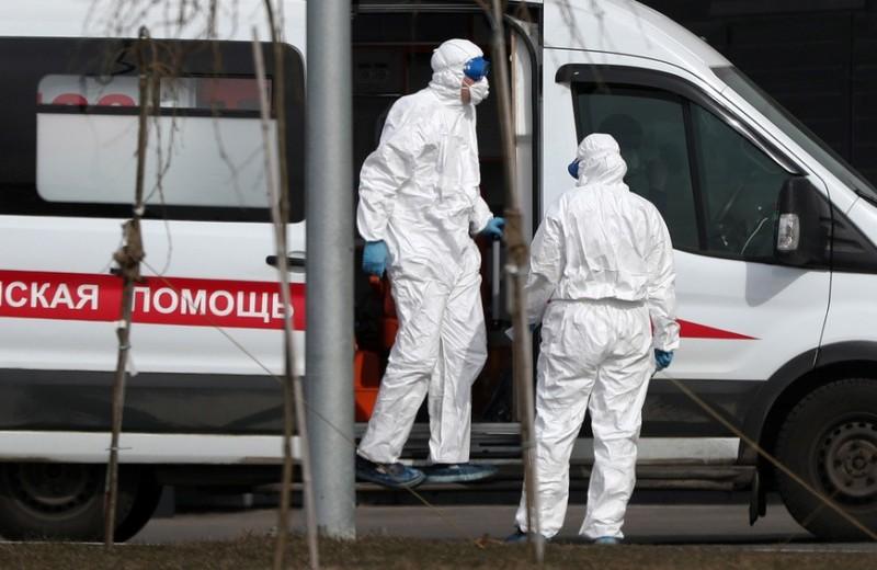 «Человек задыхается»: как убивает COVID-19, единственный способ его остановить и российский сценарий