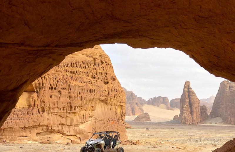 Саудовская Аравия в кадре: неземные пейзажи, петроглифы, девичьи глаза и «Зима на Танторе»