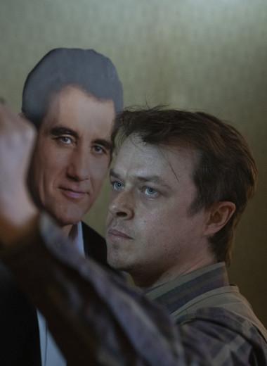 Дэйн ДеХаан рассказал GQ о самом мрачном сериале сезона по роману Стивена Кинга