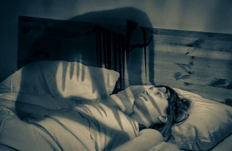 10 пугающих фактов о сонном параличе