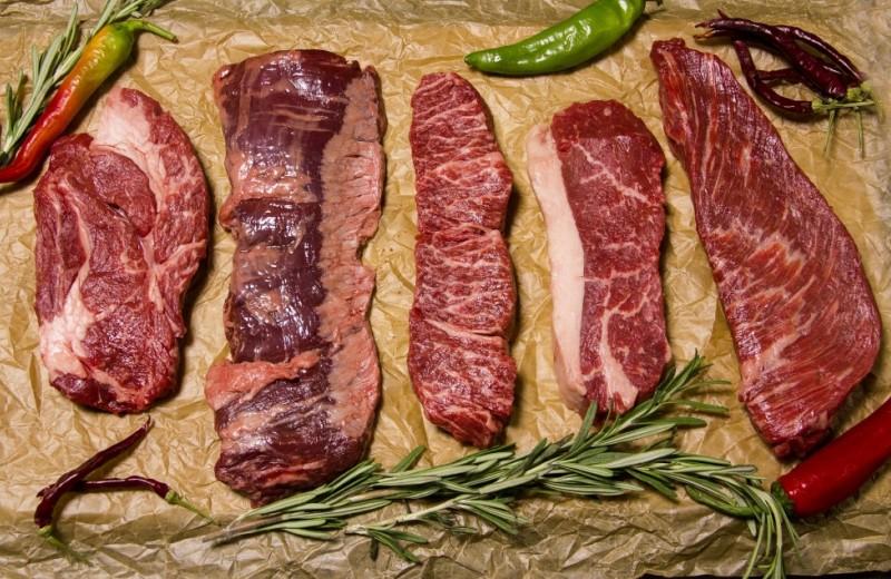 Самые популярные виды стейков из говядины: названия, фото и советы по готовке