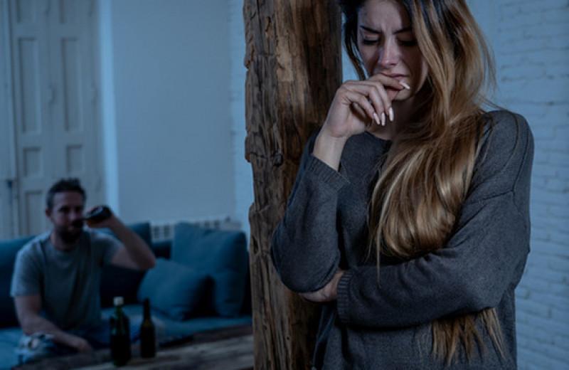 Женщина сбежала от мужа-тирана и спустя 12 лет увидела свои фото в интернете