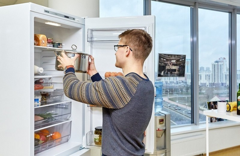 5 причин не ставить горячую еду в холодильник