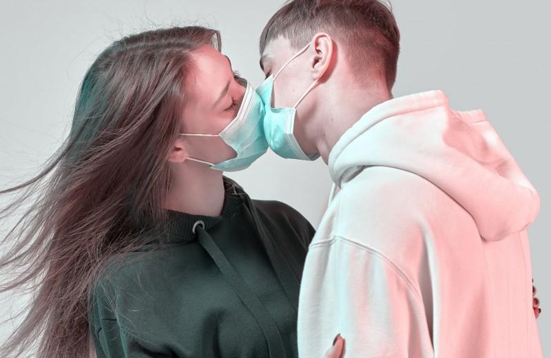 Нехватка презервативов и коронавирусная эротика: как эпидемия повлияла на секс