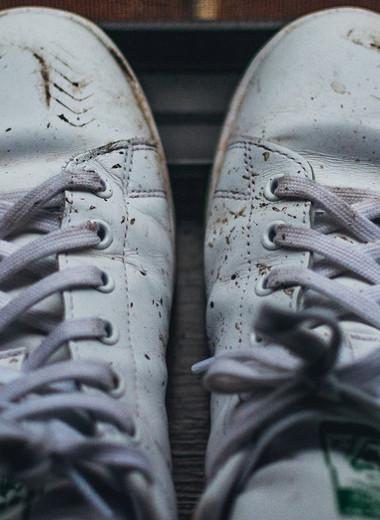 Как отмыть белые кроссовки: полный разбор и 6 полезных советов