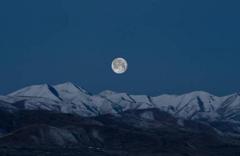 Может ли Луна влиять на настроение, сон и менструацию?