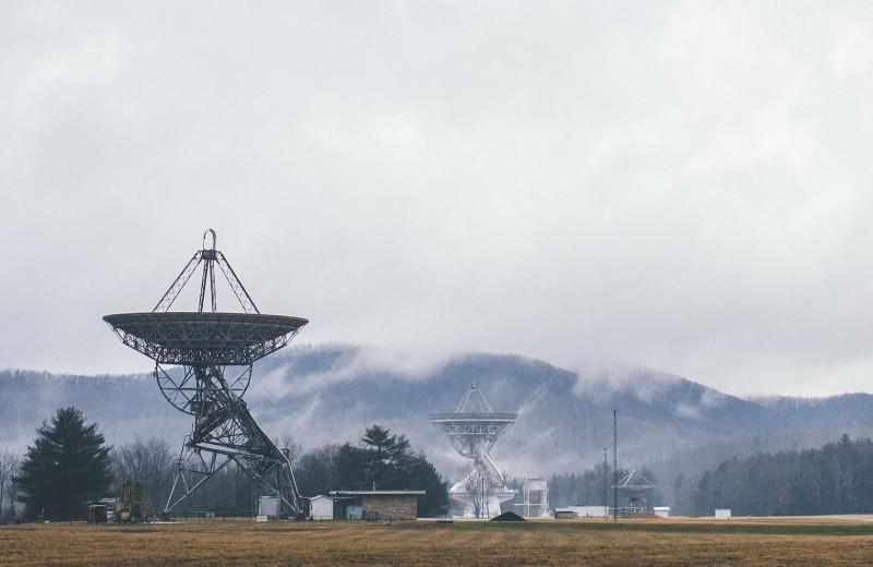 «Я приду плюнуть на ваши мобилы»: история поселения на северо-востоке США, где запрещены вышки сотовой связи и Wi-Fi