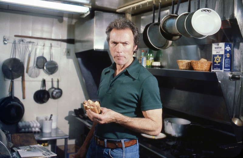Клинт Иствуд знает, как одеваться на карантине