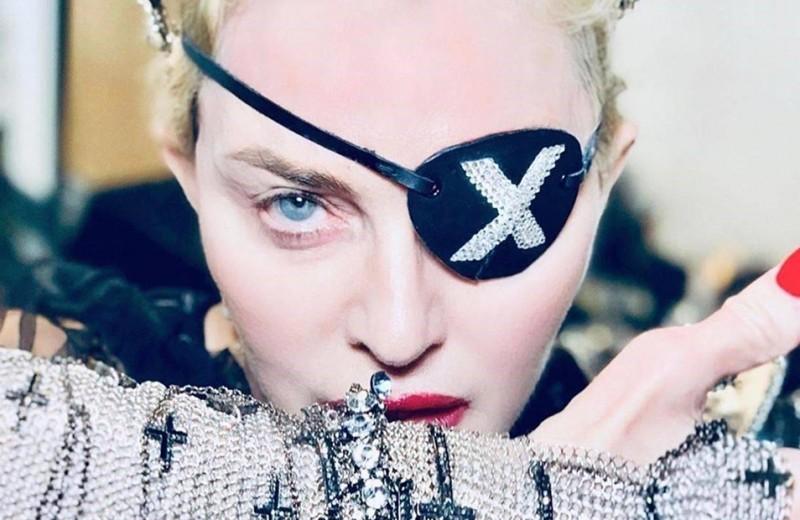 Горящие кресты, гранаты и поцелуи: 5 самых скандальных клипов Мадонны