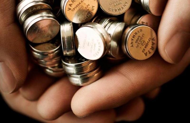 Как австрийский продавец мороженого стал миллиардером благодаря крохотной батарейке для AirPods за €5