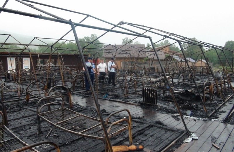 «Детей пожгли, но это не в нашей компетенции»: в Хабаровском крае сгорел частный детский лагерь