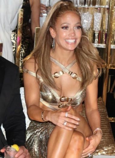Дженнифер Лопес в сексуальном «наряде греческой богини» отпраздновала юбилей