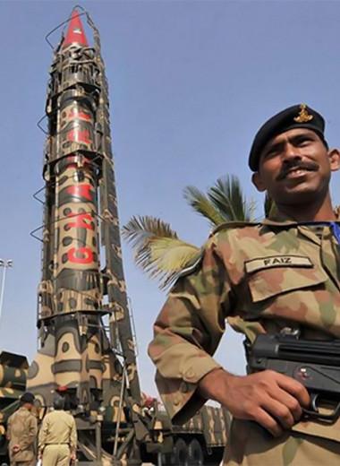 Как один-единственный человек весь Пакистан вооружил атомными бомбами