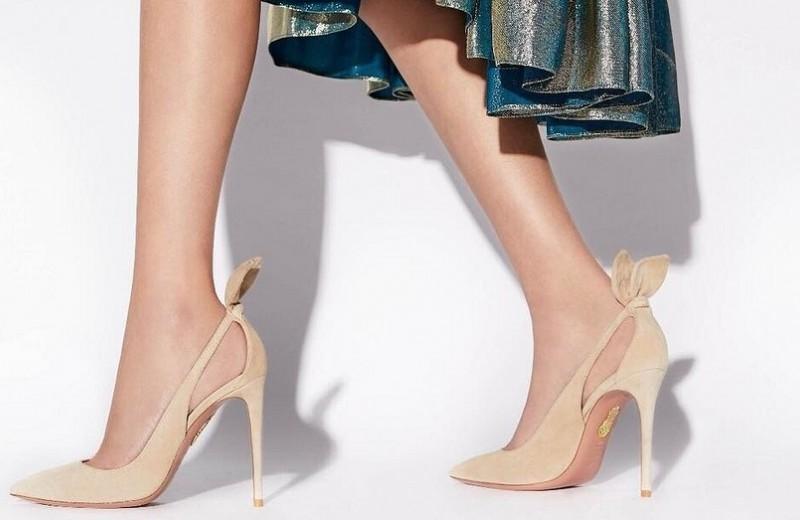 С чем носить бежевые туфли на каблуке: 32 аутфита на любой случай