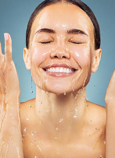Скраб, махровое полотенце и еще 8 ошибок в уходе, которые «убьют» твою кожу
