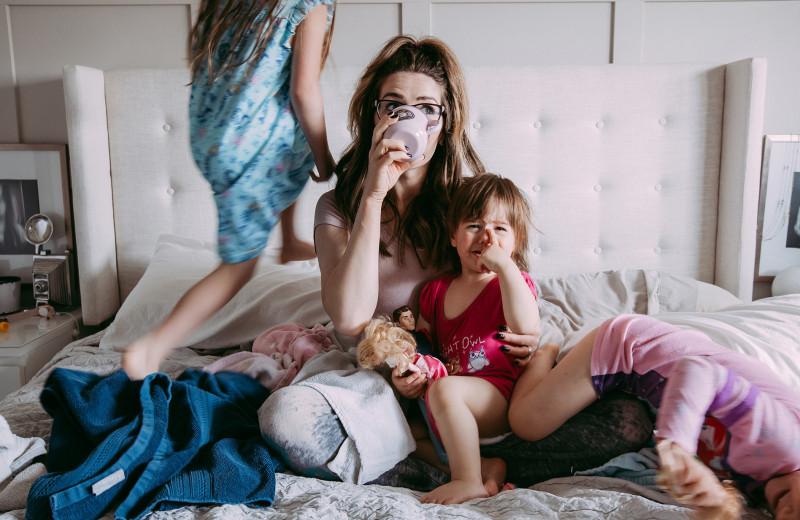 Плохая, плохая мать: как мы на самом деле относимся к молодым матерям