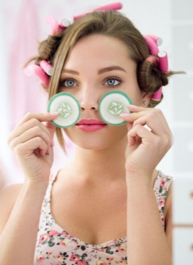 Как убрать мешки под глазами: 10 звездных примеров