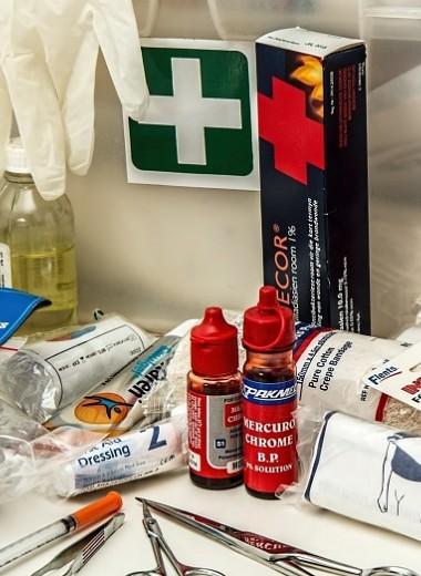 Не рискуй: какие лекарства взять с собой в отпуск (полный список)
