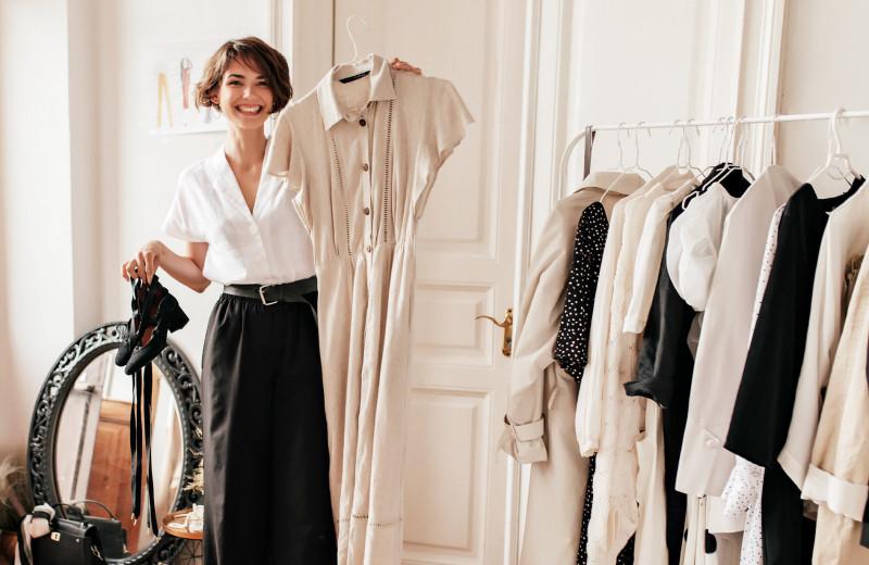 Сколько вещей должно быть в шкафу и как часто нужно покупать новые — выясняем