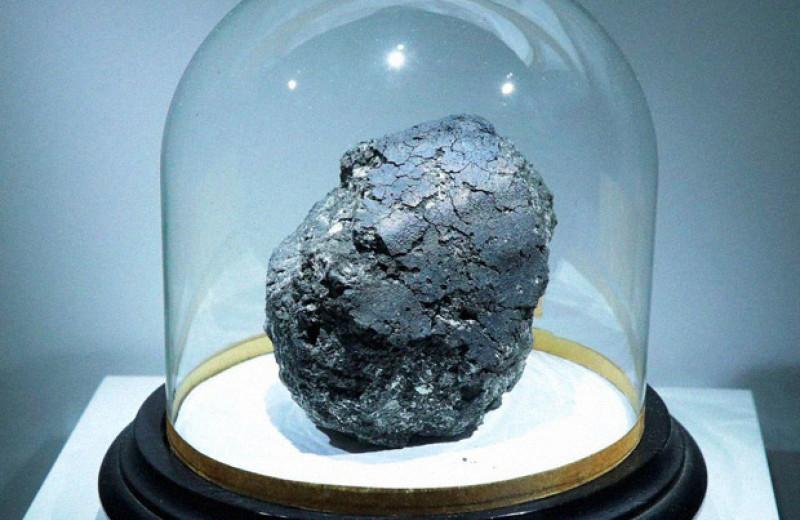 Углеродистые метеориты заподозрили в доставке воды на Землю