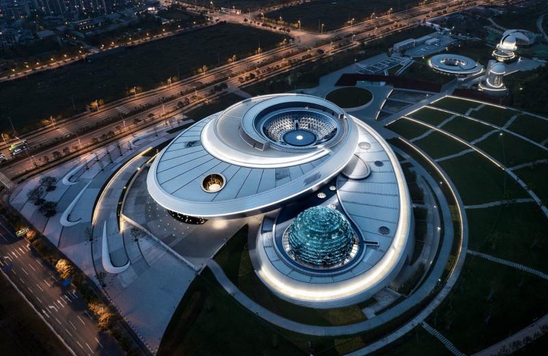 В Шанхае начал работу крупнейший в мире планетарий
