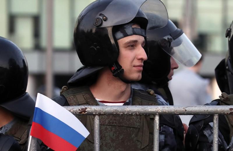 В Москве — протесты, а Путин скрывается на дне морском