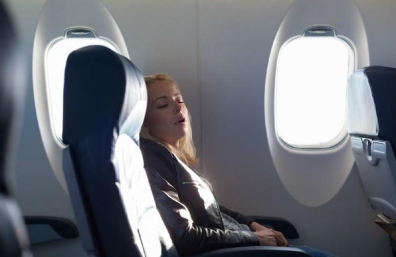 7 советов, которые помогут заснуть в самолете