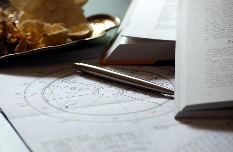 Почему гороскопы и астрология стали так популярны?