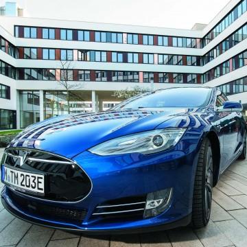 Автономна ли Tesla?