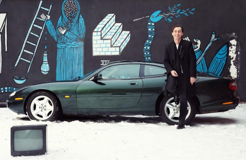 Мужчина и его автомобиль