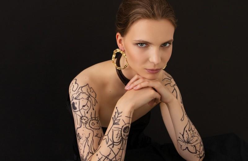 Девочки сверху: У петербургского молодого искусства женское лицо