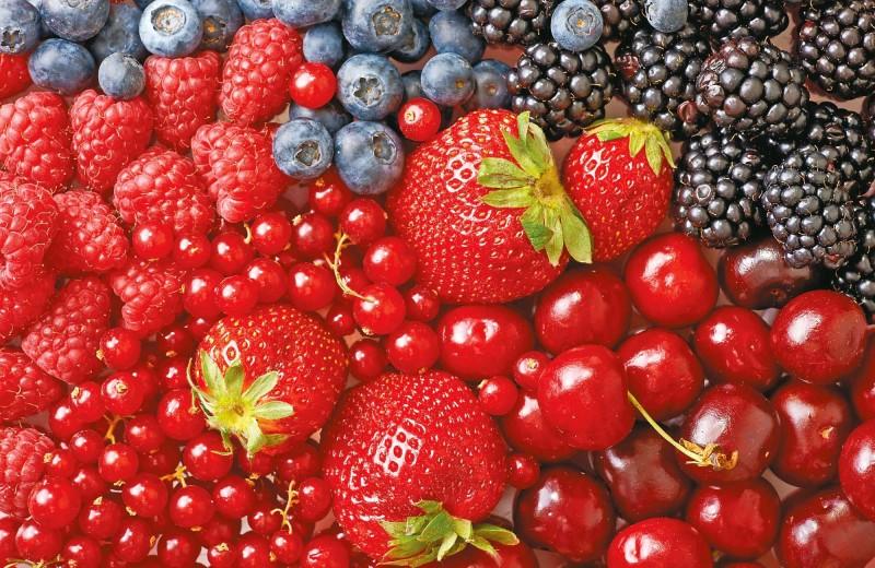 Можно ли при беременности есть красные фрукты?