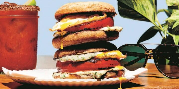 Сэндвич с помидором и яйцом