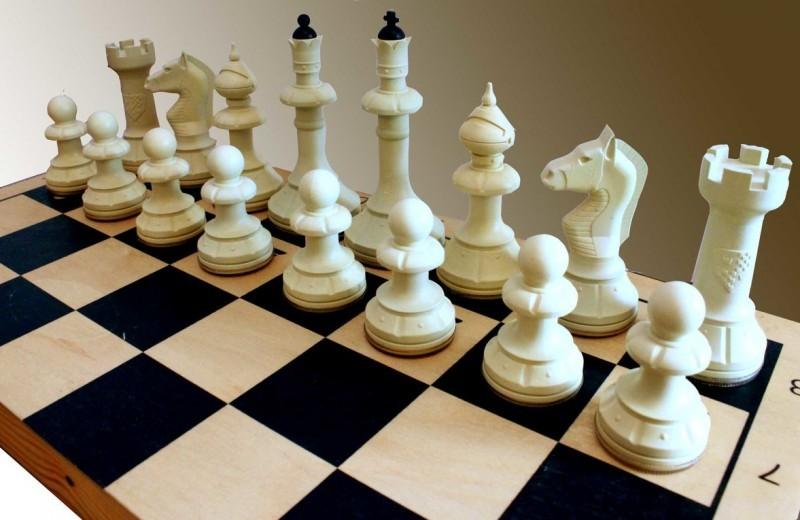 Геометрия шахматной доски. За двумя пешками