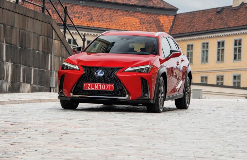 Lexus UX. Фабрика ярких эмоций