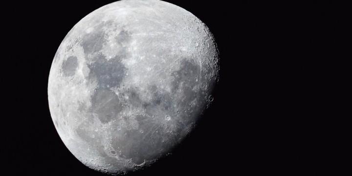 Луна не сразу строилась