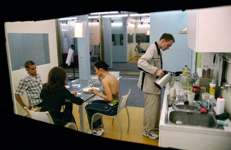 Макс, Жанна, Марго и Дэн ужинают