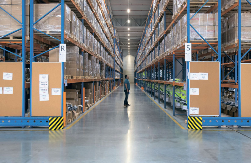 Онлайн-торговля раскачала склады