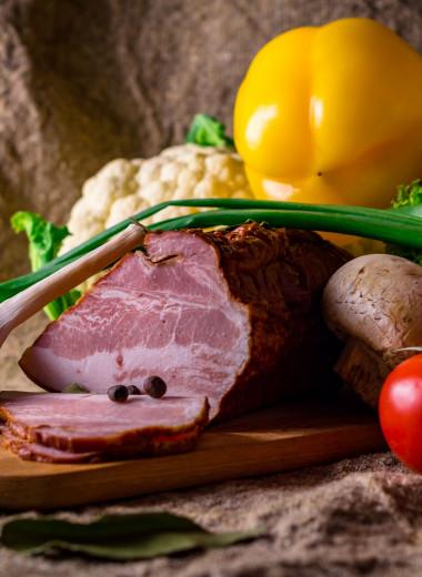 Нежно томленное мясо с томатами, луком и травами