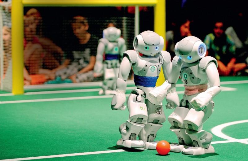 Робот выходит на поле